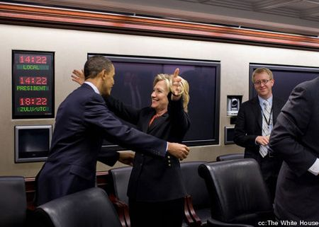 Obama_clinton_hug-cropped-proto-custom_1